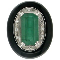 15.66 karat Emerald 18 karat White Gold Onyx Diamonds Cocktail Ring