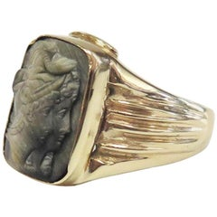 Vintage Men's Intaglio Cat's Eye Ring / 14 Karat Yellow Gold