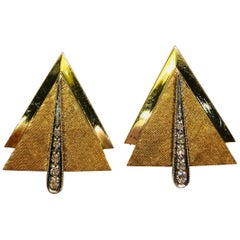 14 Karat Yellow Gold Diamond Florentine and Shiny Finish Modern Design Cufflinks
