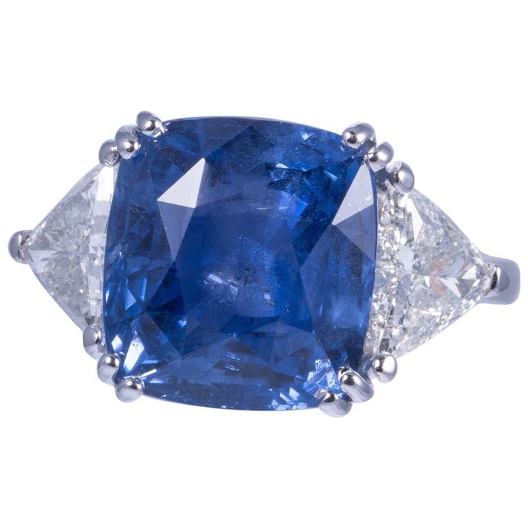 Magnificent Blue Sapphire and Diamond Ring For Sale