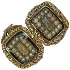 Unique Pair of Georgian 15 Carat Gold Pearl Enamel Cluster Mourning Rings