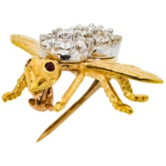 18 Karat Yellow/White Gold 1.25 Carat Diamond Ruby Bee Brooch