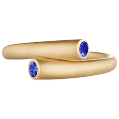 Modern 18K Gold and .23 Carat Blue Sapphire Single Whirl Band Stacking Ring