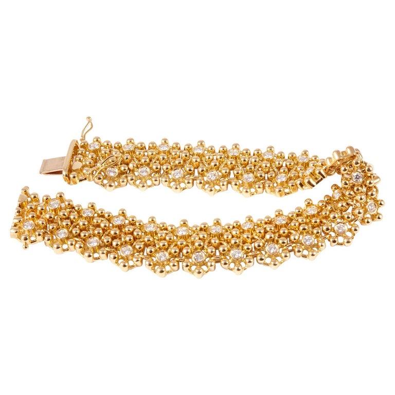 18 Karat Yellow Gold and Diamonds Link Bracelet