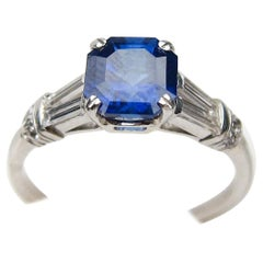 Art Deco Sapphire Platinum Ring with Baguette Diamond Accents