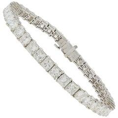 18 Karat White Gold 14.12 Carat Radiant Cut Diamond Tennis Bracelet