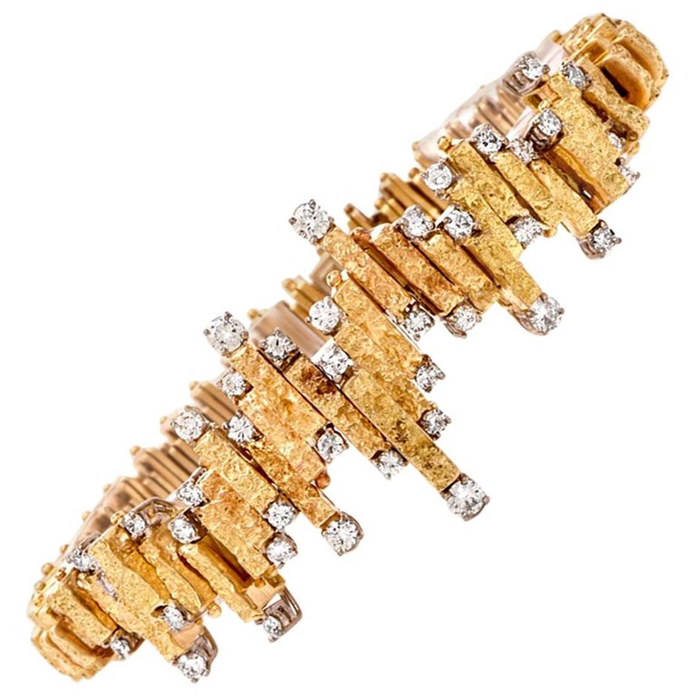 Chic Nugget Textured Yellow Gold Diamond Link Bracelet For Sale