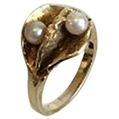 Ring in 14 Karat Gold with Two Pearls