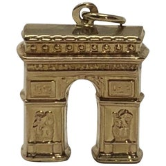 Vintage 18 Karat Gold Arch De Triompe Paris Pendant Charm