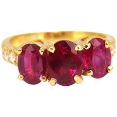 GIA Certified 4.94 Carat Natural Vivid Red Ruby Diamonds Ring 18 Karat Origin