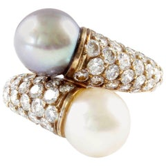Van Cleef & Arpels Pearl Diamond Gold Bypass Ring