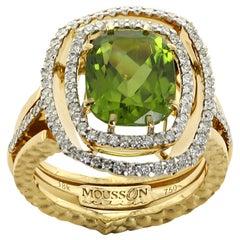 Neoclassical Peridot Diamond 18 Karat Yellow Gold Ring