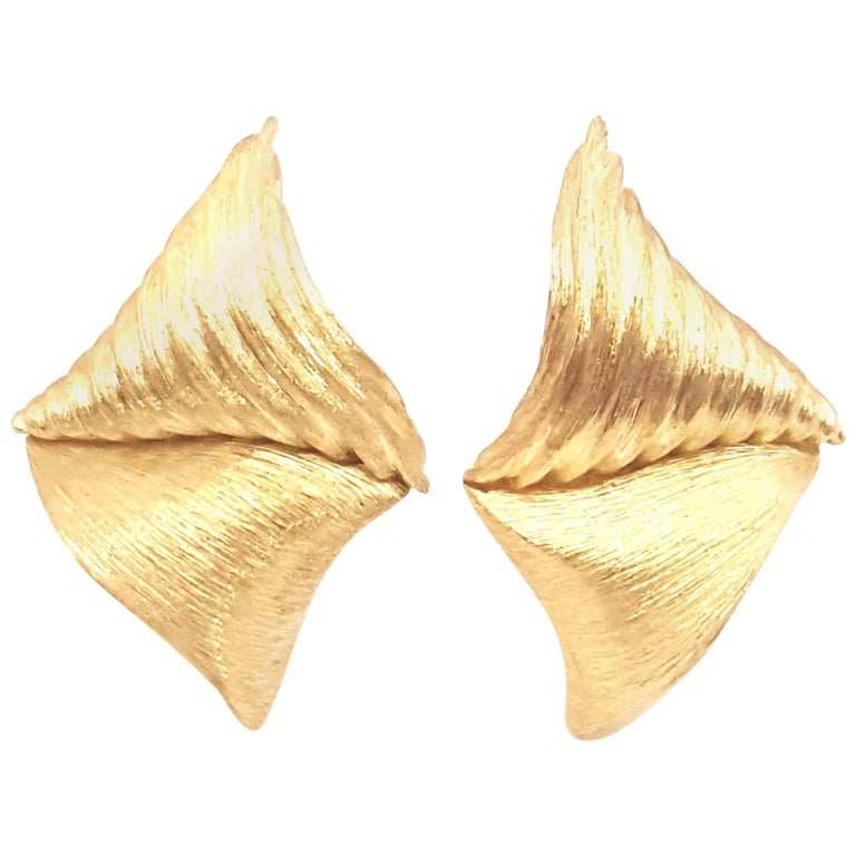 1980s Henry Dunay Ribbed Florentined Clip-On Earrings