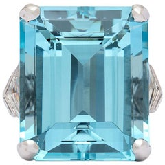 Stunning 31.01 Carat Aquamarine and Diamond Platinum Ring