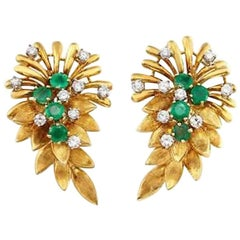 Stunning 1940s-1950s Des in France 18 Karat Gold Emerald VS Diamond Earclips