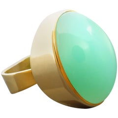 1970s Modernist Jade Green 30 Carat Chrysoprase Gold Cocktail Ring