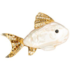 Small Fish, Cultured Pearl, Black and White Diamonds in Yellow Gold 18K Brooch