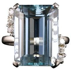Antique Art Deco Aquamarine Diamond Ring 25 Carat Platinum Ring, circa 1920