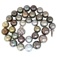 Tahitian Multi-Color Natural Pearl Necklace 33 Pearls 18 Karat