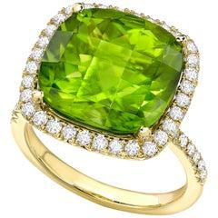 Kiki McDonough 18 Carat Yellow Gold Cushion Peridot and Diamond Cocktail Ring