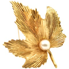 Vintage 14 Karat Yellow Gold Maple Leaf Pin with Cultured Pearl