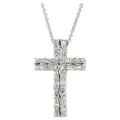 18 Karat White Gold 0.83 Carat Round and Baguette Diamonds Cross Necklace