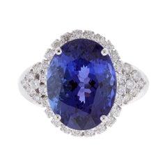 8,28 Karat Oval Tansanit und 0,63 Karat Weißer Diamant Ring