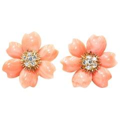 Van Cleef & Arpels Rose De Noel Flower Coral Earring Medium Model, Gold, Diamond