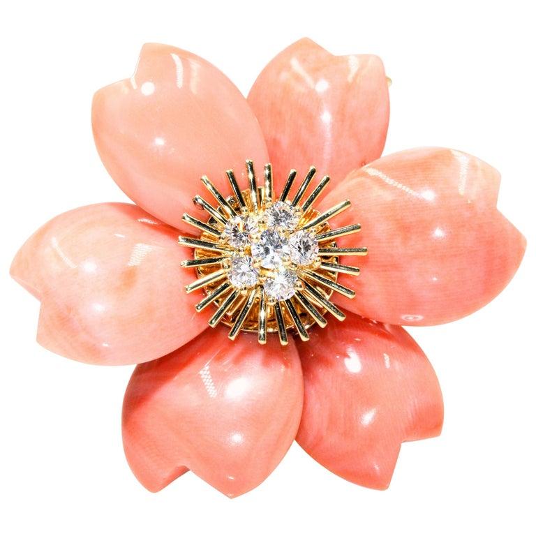 Van Cleef & Arpels Rose De Noel Flower Coral Medium Brooch, Yellow Gold, Diamond For Sale