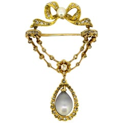 Art Deco 18 Karat Gold Brooch with Freshwater Pearl and Diamonds, circa 1920