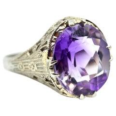 Amethyst Vintage Ring 18 Karat White Gold