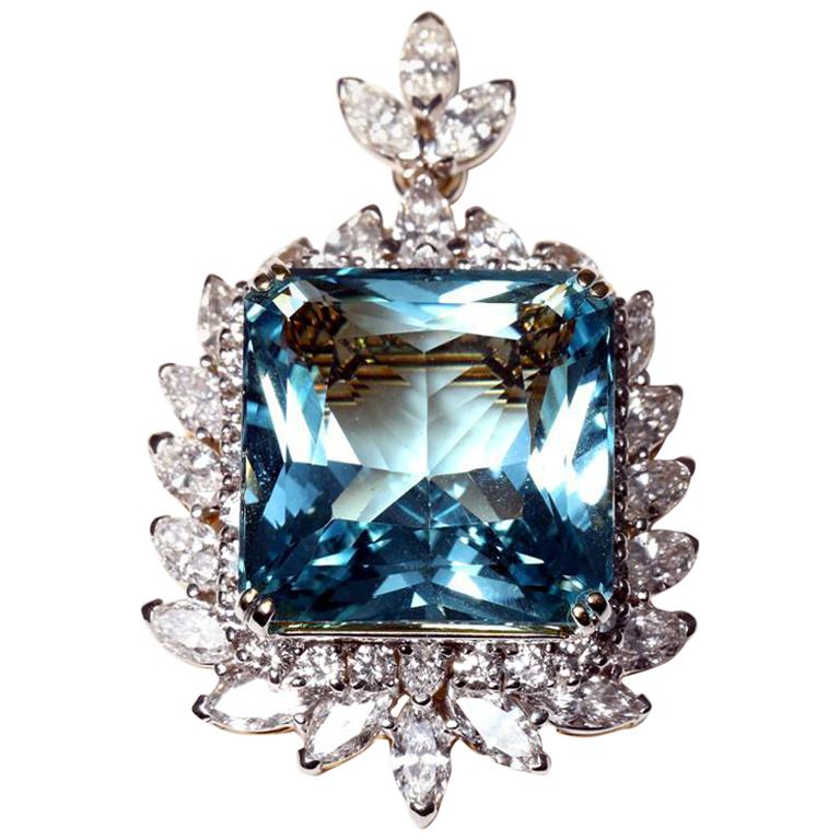 Brooch/Pendant with Aquamarine and Diamonds, 18 Karat Gold