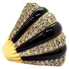 18 Karat Yellow Gold, 2.80 Carat Diamond and Onyx Dome Ring