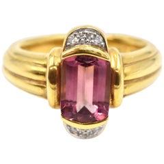 Round Diamond and Trillion Cut Amethyst Ring 18 Karat Yellow Gold