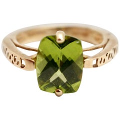 10 Karat Yellow Gold and Faceted Peridot Ring