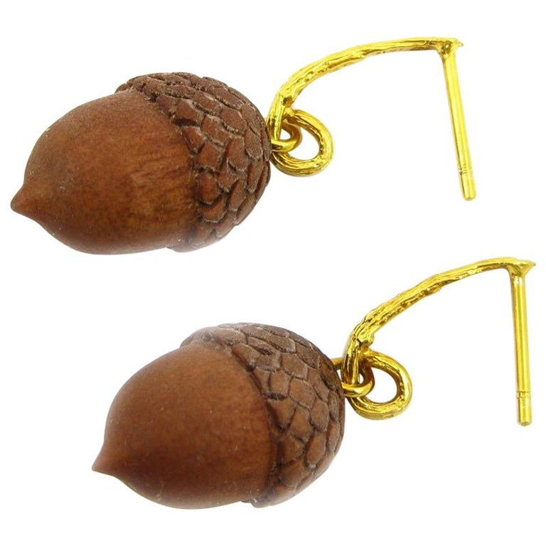 Earrings in Yellow Gold with Sawo Wood Acorns