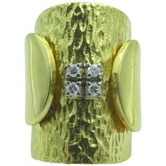 18 Karat Yellow Gold and Diamond Ring