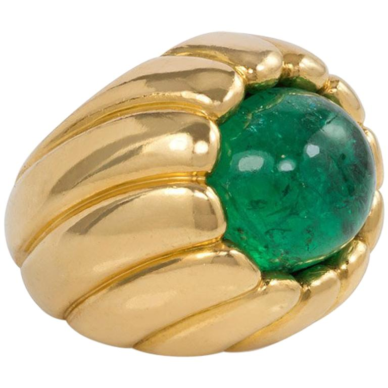 Cartier Retro Cabochon Emerald and Gold Cocktail Ring For Sale