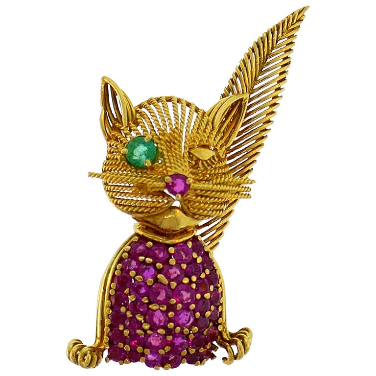 Tiffany & Co. Yellow Gold Cat Brooch Pin Clip with Ruby and Emerald, 1960s