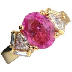 3.08 Carat Natural Vivid Pink Oval Sapphire Trilliant Diamonds Ring 14 Karat