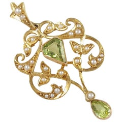 Antique Edwardian 15 Karat Yellow Gold Peridot and Seed Pearl Pendant