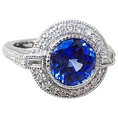 18 Karat Gold Ring with 3.93 Carat Chatham Sapphire and 0.61 Carat of Diamond