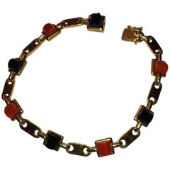 Cartier Red Coral and Black Onyx 18 Karat Gold Bracelet