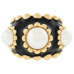 Chanel 18 Karat Yellow Gold Pearl Black Enamel Ladies Designer Ring