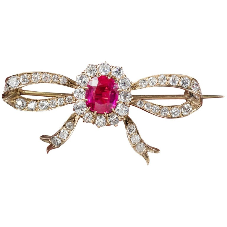 Antique Edwardian Diamond Ruby Brooch 18 Carat Gold, circa 1910 For Sale