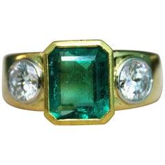2.10 Carat Natural Colombian Emerald Diamonds G Col. VVS 18 Karat Gold Ring