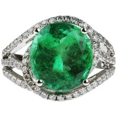 Certificated Columbian Emerald 5.3 Carat and Diamond Ring in 18 Carat White Gold