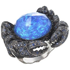 Jewels Verne Crab Crystal Haze 18 Karat White Gold and Blue Sapphire Ring