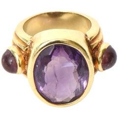Italian Vintage 18 Karat Gold Amethyst and Cabachon Amethyst Ring