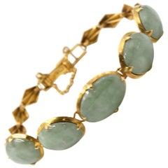 Vintage Cabochon Jade 21 Karat Yellow Gold Bracelet